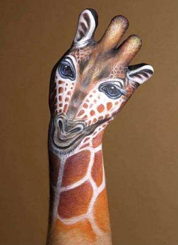 giraffe-hand-art-33064047478