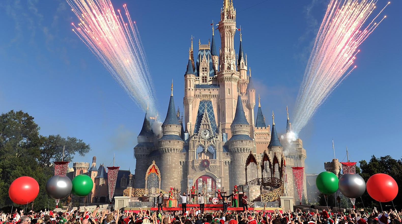 Disney-World-Christmas-Day-Parade