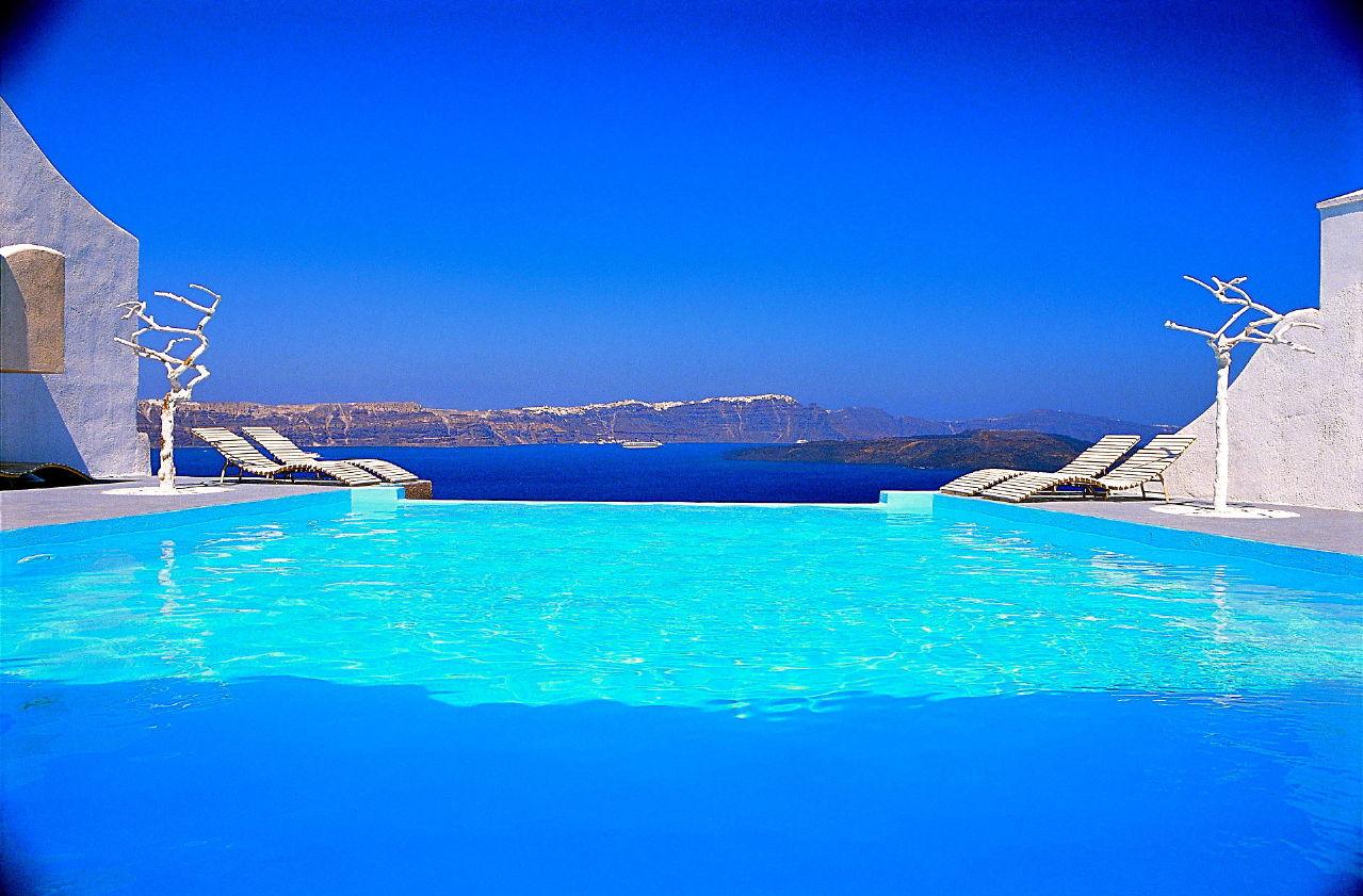 Astarte_Suites_in_Santorini_Hotel_Infinity_Pool